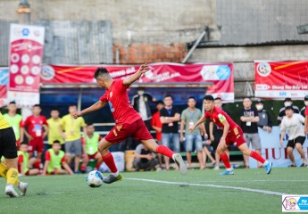 Bán kết giải bóng đá Vô địch sân 7 Thừa Thiên Huế - Tranh Cup Bulbal 2021 (TPL-S1): Tuấn Vinh lập siêu phẩm, Văn Cáp tạo dấu ấn đưa Hiếu Hoa Aquahaco và Lê Nam FC chung kết.