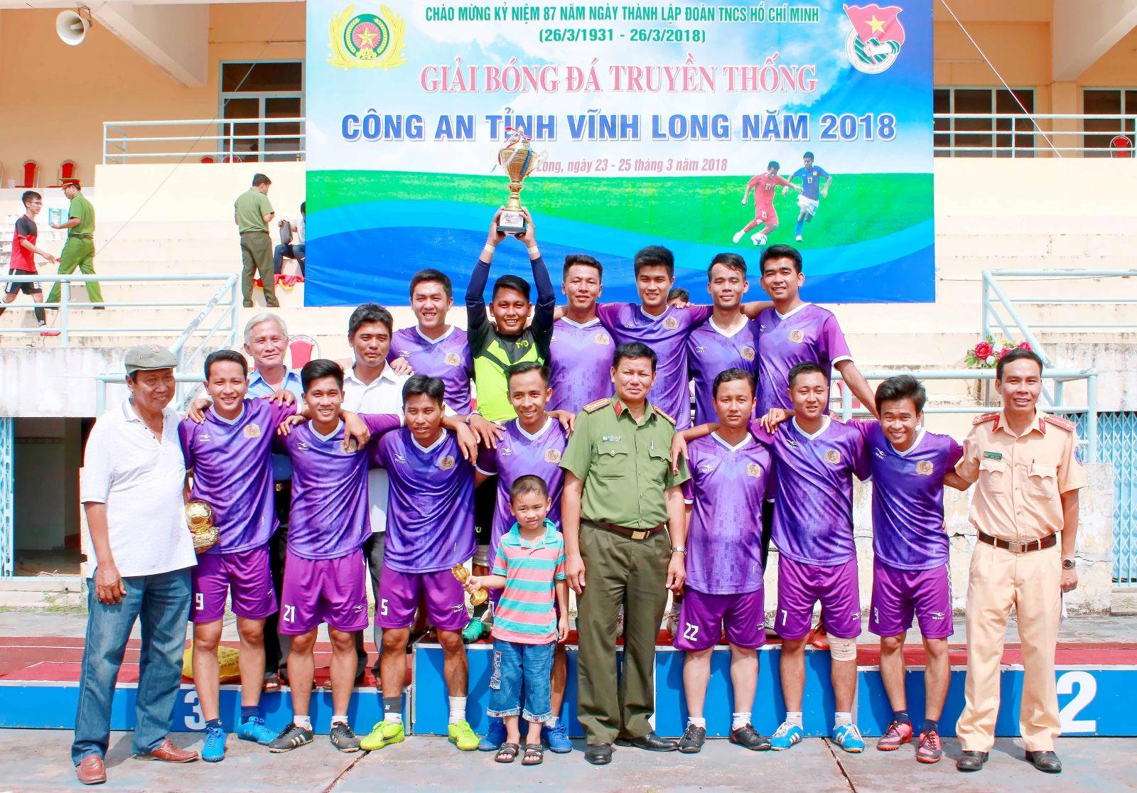 Đội Công an Tam Bình giành chức vô địch mùa giải 2018