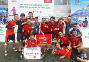 Đánh bại For You FC với tỷ số 4 – 2, Ngô Hoàng Pháp giành chức Vô địch Giải bóng các Doanh nghiệp thành phố Đà Nẵng mở rộng năm 2018.